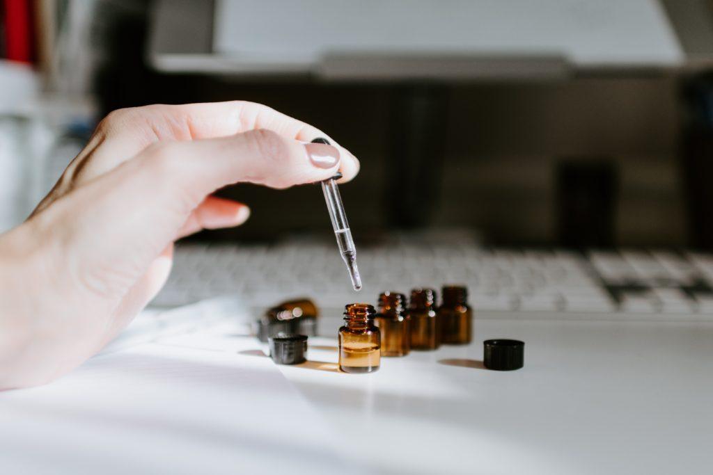 bien utiliser huiles essentielles aromathérapie naturopathie